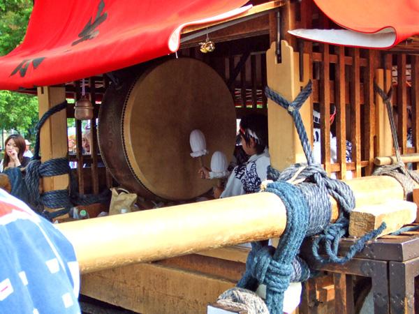 大きな太鼓ですねぇ。撥は南組南車と同じようなクッションつきですね