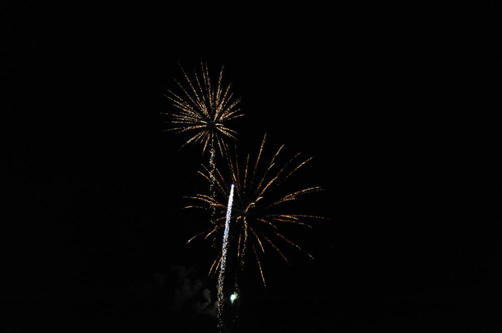 神戸橋完成記念で花火が上がりました。花火と山車と神楽の共演はいかがでしたでしょうか?