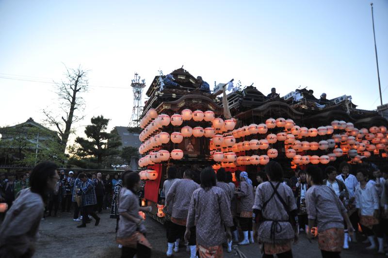 南組護王車から曳き出され、山ノ神社へ向かいます。