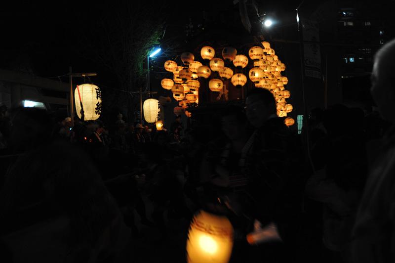 山ノ神社へ曳きいれられていきます。