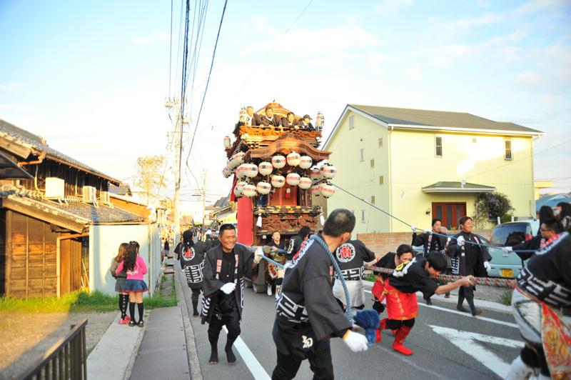 神社に向けて坂を駆け上ります!